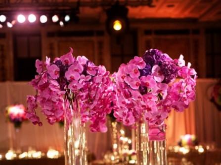 Hoa trang trí tiệc cưới lộng lẫy sắc tím hoa lan