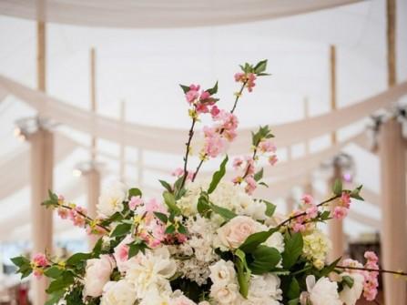 Hoa trang trí tiệc cưới màu pastel nhẹ nhàng