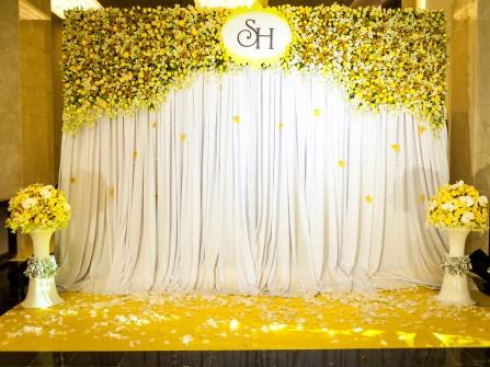 Hoa trang trí backdrop màu vàng cho mùa hè