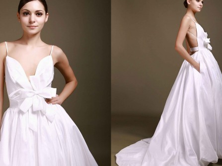 Váy cưới màu trắng hở lưng, hoa nổi 3D tuyệt đẹp