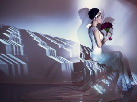 Váy cưới ren đuôi cá, hở lưng