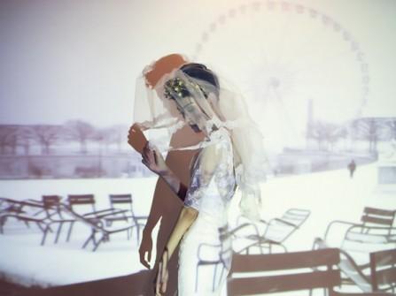 Váy cưới hở lưng, tay ren lửng
