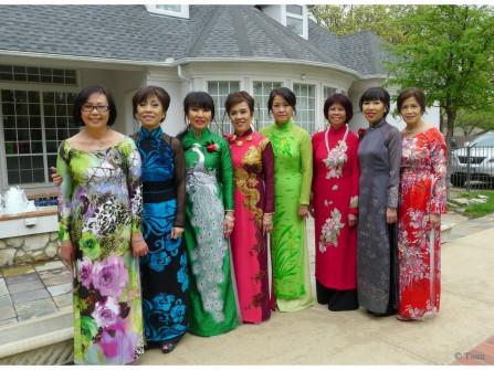 Trang phục áo dài cho mẹ cô dâu, chú rể trong đám cưới