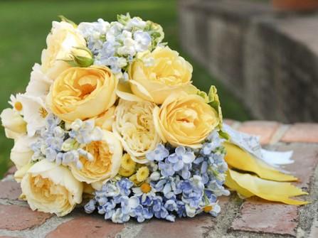 Hoa cưới màu vàng kết từ hoa hồng David Austin