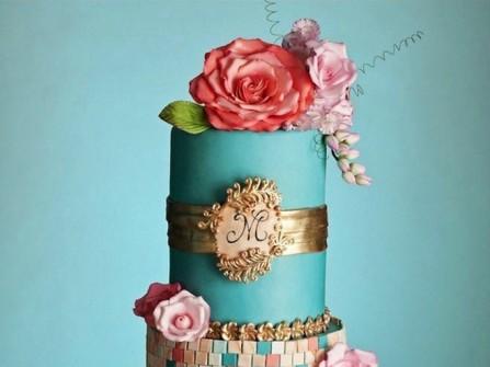 Bánh cưới 3 tầng màu xanh họa tiết cầu kỳ
