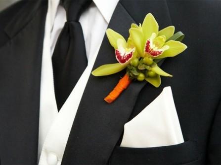 Hoa cài áo chú rể màu xanh lá kết từ hoa lan
