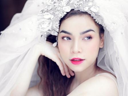 Cùng ngắm lại hình ảnh Hồ Ngọc Hà mặc váy cưới xinh đẹp