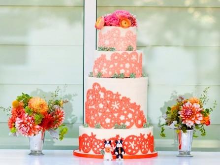 Bánh cưới 4 tầng màu trắng họa tiết cam ombre