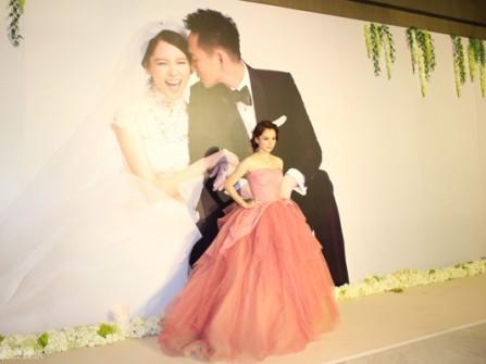 Từ Nhược Tuyên duyên dáng với váy cưới hồng