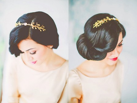 Tóc cưới búi cổ điển kết hợp cài tóc sang trọng