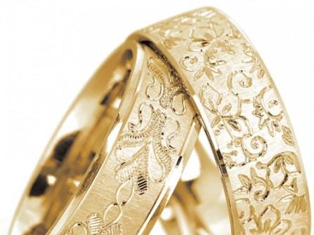 Nhẫn cưới vàng khắc họa tiết tinh xảo