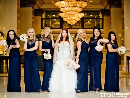 Váy phụ dâu màu xanh navy dáng suôn dài kết ren ngực