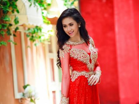 Áo dài cưới màu đỏ thêu ren vàng sang trọng