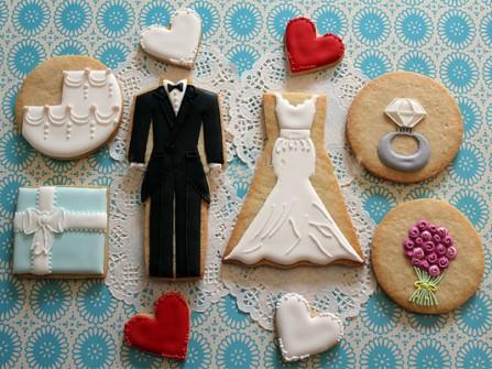 Quà cảm ơn khách mời: Bánh quy in hình cô dâu chú rể