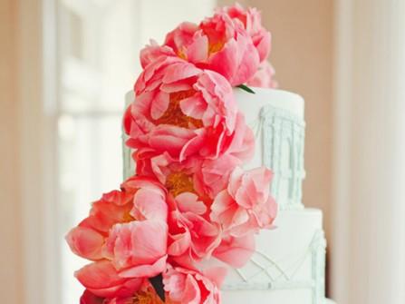 Bánh cưới 4 tầng kết hoa mẫu đơn hồng