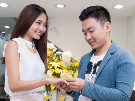Ninh Hoàng Ngân tiết lộ trang sức cưới đẳng cấp