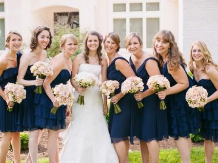 Váy phụ dâu ngắn màu xanh navy chất voan