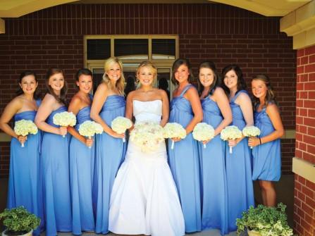 Đầm phụ dâu dáng dài lệch vai màu xanh lam