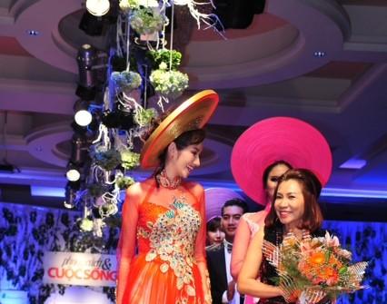 Áo dài Thương Việt khai trương showroom