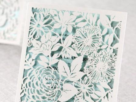 Thiệp cưới màu xanh cắt laser hoa mẫu đơn