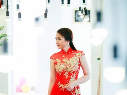 Áo dài cưới màu đỏ tay ngắn kết hoa đá tinh xảo