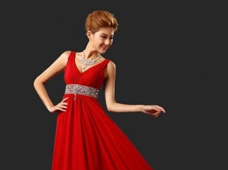 Váy cưới voan màu đỏ dáng xòe kết hạt đá