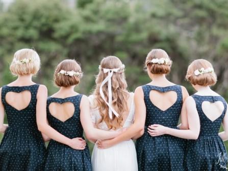Váy phụ dâu xanh navy chấm bi lưng khoét trái tim