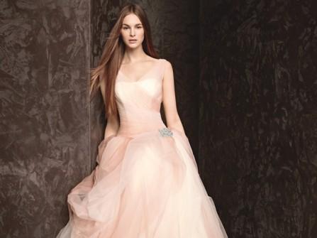 Váy cưới voan bồng bềnh dáng chữ A màu hồng phấn