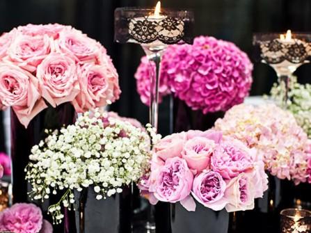 Hoa trang trí tiệc cưới đơn sắc kết từ hoa hồng, cẩm tú cầu