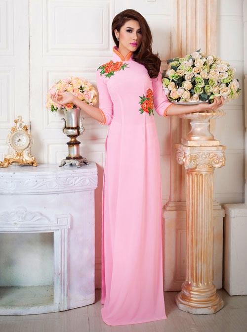 Áo dài cưới lụa màu hồng họa tiết hoa hồng đơn giản