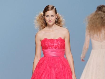 Váy cưới ren màu đỏ cúp ngực quyến rũ