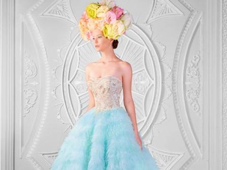 Váy cưới cúp ngực màu xanh bạc hà đính đá cầu kỳ