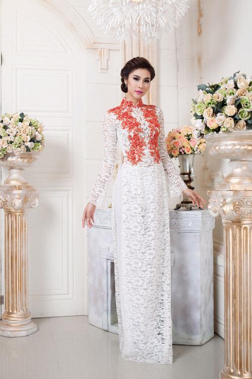 Áo dài cưới ren trắng hoa đỏ nổi bật