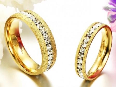 Nhẫn cưới vàng cát đính kim cương sang trọng