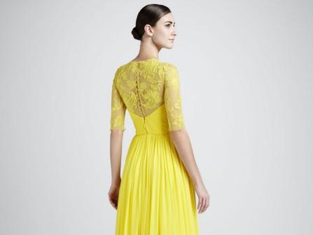 Váy cưới màu vàng kiểu suôn dài tay ren lỡ
