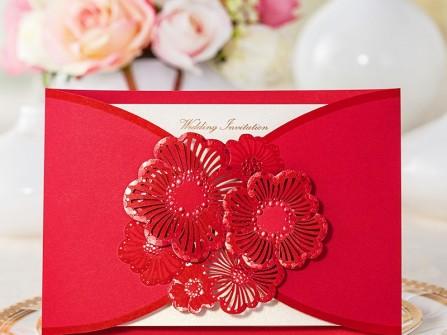 Thiệp cưới màu đỏ họa tiết hoa mai cắt laser