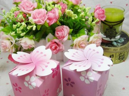 Hộp quà cảm ơn màu hồng hoa anh đào