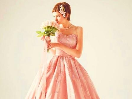 Váy cưới xòe bồng bềnh màu hồng hoa anh đào