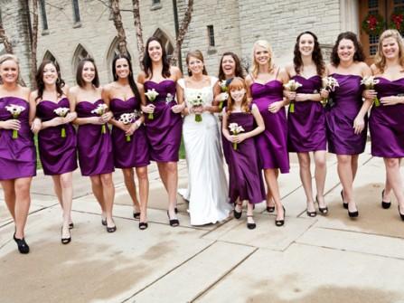 Váy phụ dâu màu tím cúp ngực dáng ngắn trẻ trung
