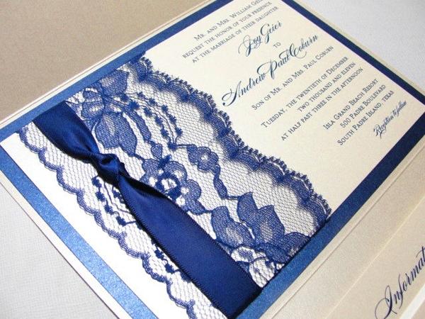 Thiệp cưới phối ren, dây ruy băng xanh navy sang trọng
