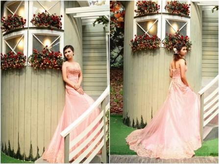Váy cưới màu hồng phấn cúp ngực dáng xòe công chúa