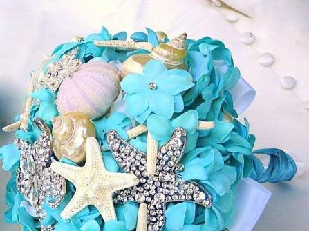 Hoa cưới cầm tay màu xanh tiffany ngọt ngào