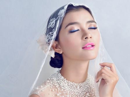 Bí quyết cho cô dâu tự trang điểm ngày cưới
