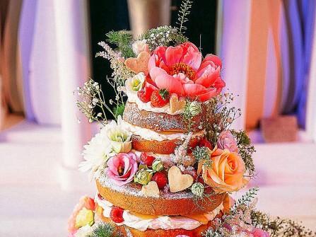 Bánh cưới phong cách bohemian đầy mộc mạc