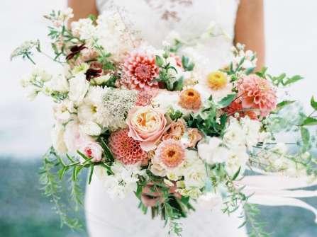 Cô dâu nên sử dụng hoa cưới thế nào nếu không tung hoa?
