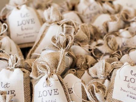 Quà tặng khách mời đám cưới: Túi cà phê