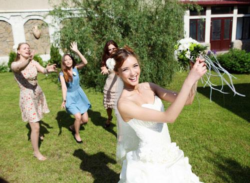 4 lưu ý cho cô dâu trước khi tung hoa cưới