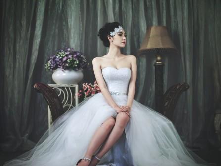 Áo cưới kim tuyến cúp ngực chân váy voan quyến rũ