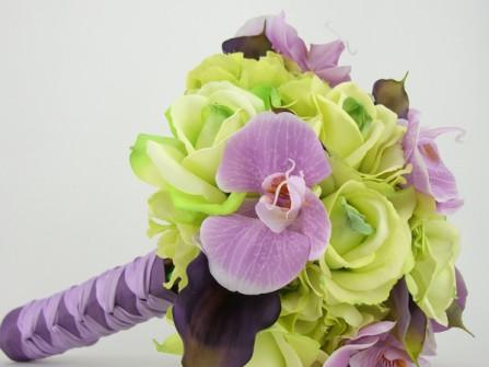 Hoa cưới cầm tay kết từ địa lan và hoa hồng xanh