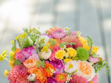 Hoa cưới cầm tay nhiều màu sắc